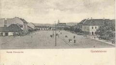 A Novák Ferenc tér egykor háttérben a templommal